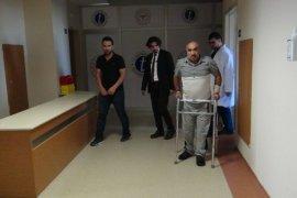 Yatalak hasta başarılı ameliyat sonrası yürümeye başladı