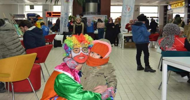 Tatvan'daki gençlerin 'Sosyal Medyadan Sosyal Meydana' etkinlikleri
