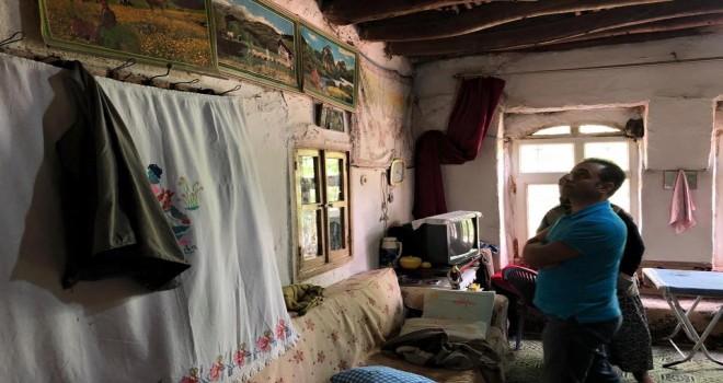 Kaymakam Alibeyoğlu ihtiyaç sahibi aileleri evlerinde ziyaret etmeye devam ediyor