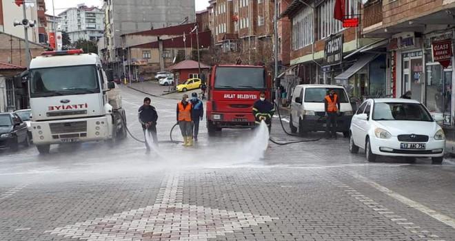 Ahlat'taki caddeler ilaçlı suyla yıkandı