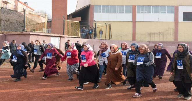 Bitlis Belediyesi bünyesinde bayanlar sağlık yaşam için koştu