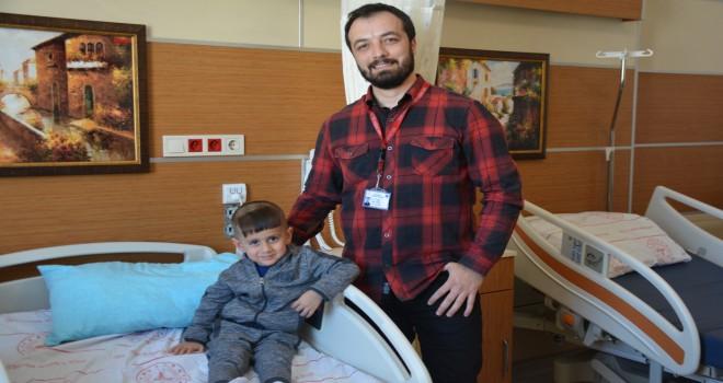 Tatvan Devlet Hastanesi'nde 'Beyincik Sarkması' ameliyatı gerçekleştirildi