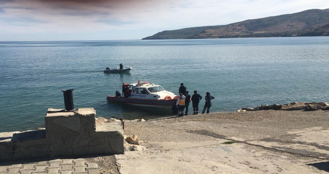 Göle düşen mülteciyi polis kurtardı
