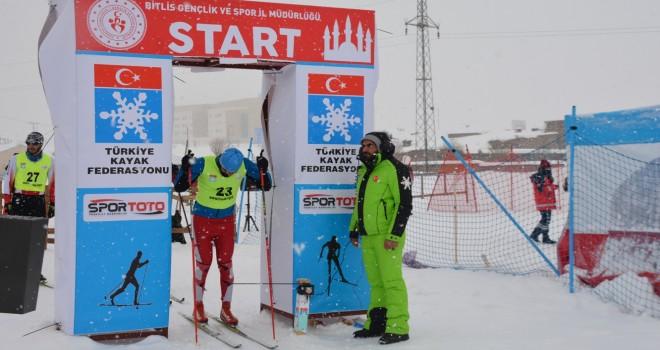 Bitlis'te Kayaklı Koşu Ligi yarışması düzenlendi