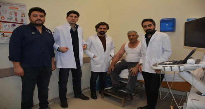 Tatvan Devlet Hastanesi'nde Anjiyografi işlemiyle koldaki damar tıkanıkları tedavi ediliyor
