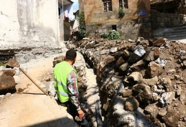 Bitlis Belediyesi'nin altyapı ve istinat duvarı çalışmaları hızla sürüyor