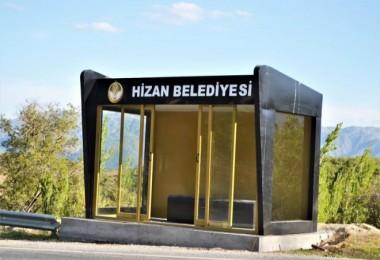 Hizan'da kapalı otobüs durakları kuruluyor