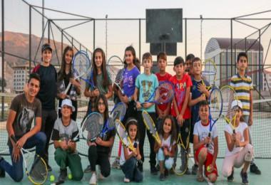 Bitlisli çocuklar tenis öğreniyor