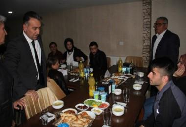 Vali Çağatay koruyucu aileler ile iftar yaptı