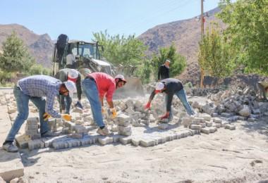 Bitlis'te yol yapım çalışmaları aralıksız devam ediyor