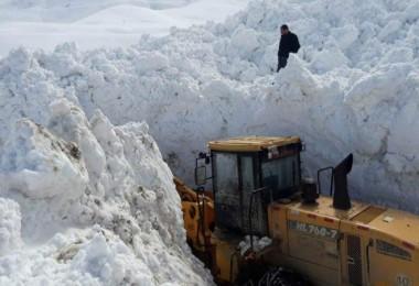 Bitlis İl Özel İdaresi'nin karla mücadele çalışmaları