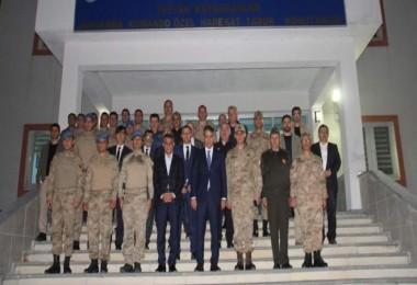 Vali Çağatay ve kurum amirleri Jandarma Komutanlığında İftar Yaptı