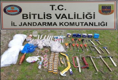 Bitlis'te PKK sığınağında patlayıcı ele geçirildi