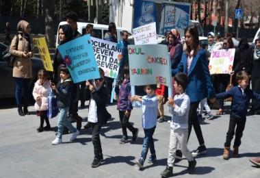 Anaokulu öğrencileri Tatvan çarşı merkezinde etkinlik yaptı