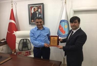 Kaymakam Özkan'dan, Genel Sekreter Aydoğdu'ya teşekkür plaketi