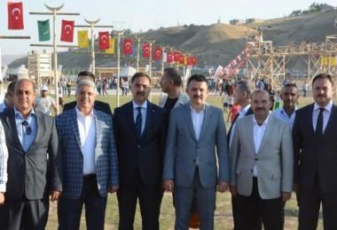 Bakan Bekir Pakdemirli Ahlat'taki etkinliklere katıldı