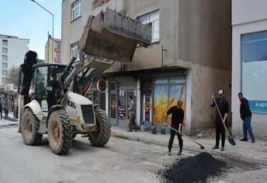Tatvan Belediyesi'nin yol onarım çalışması