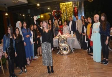 Tatvan'daki öğretmenler öğrencileri için iftar ve mezuniyet programı düzenledi
