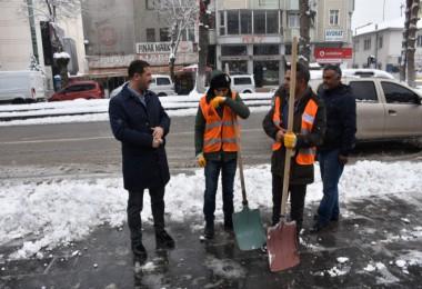 Başkan Geylani, karla mücadele çalışmalarını yerinde inceledi