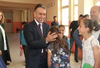 Vali Çağatay'ın okul ziyareti
