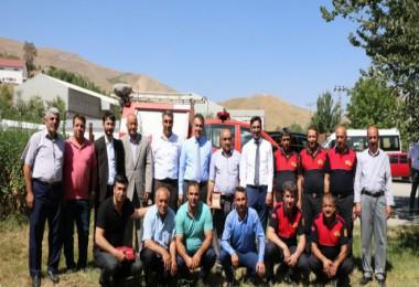 Bitlis Belediyesi'den emekli olan personeleplaket verildi