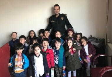 Tatvan İlçe Emniyet Müdürü Aygün'e çocuklardan ziyaret