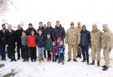 Vali Çağatay, Dilburnu Köyü ile Ovakışla Jandarma Karakolu'nu ziyaret etti