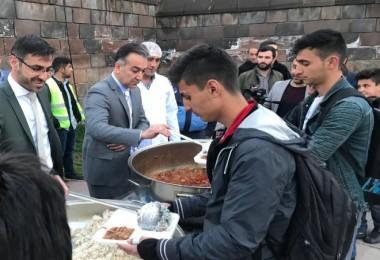 Vali Çağatay, Bitlis'te vatandaşlarla İftarda buluştu