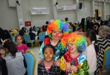 Bitlis İHH ve Tatvan Belediyesi Dünya Yetimler Günü'nde yetim aileleri iftarda ağırladı