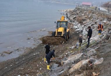 Tatvan sahilde temizlik çalışmaları