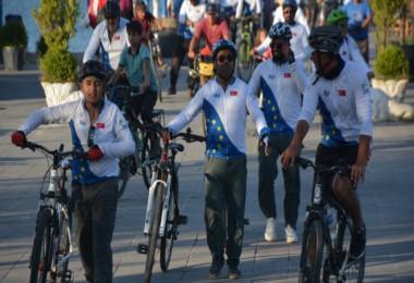81 ilin gönüllüleri Van Gölü için pedal sallıyor