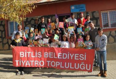 Bitlis Belediyesi köy çocuklarını tiyatro ile buluşturdu