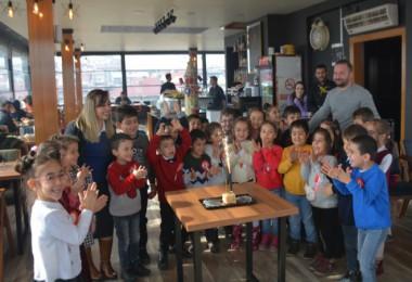 Tatvan'daki öğrenciler için 'Rozet Takma Programı' düzenlendi