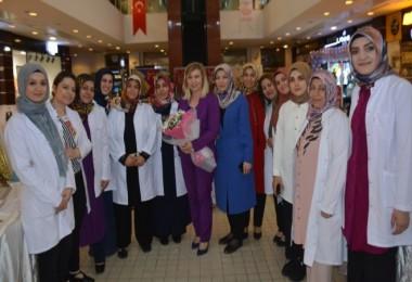 Tatvan ADEM kursiyerleri AVM'de sergi açtı