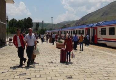 Trenler ile feribotlar bölge ekonomisine ve turizme katkı sunuyor