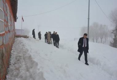 Kaymakam Sancaktutar, olumsuz hava şartları gözetmeden köyleri ziyaret etti