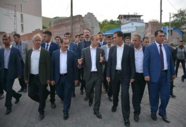 AK Parti Bitlis milletvekili adayları Adilcevaz'da seçim çalışması yürüttü