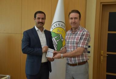 Başkan Geylani'den Diyanet'e kurban bağışı