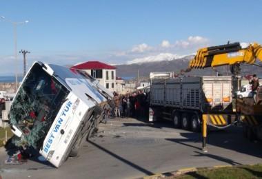 Tatvan'da trafik kazası 34 yaralı