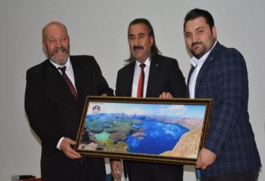 Bitlis Medeniyet Platformu ve Eğitime Destek Platformu Tatvan'da konferans düzenledi
