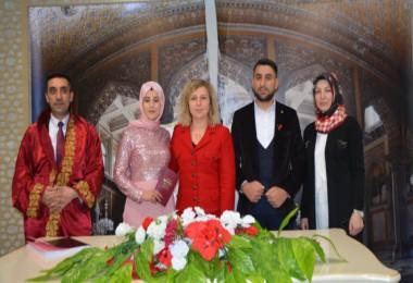 Arzu Özkan genç çiftin nikah şahidi oldu