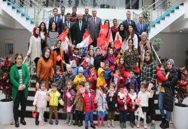 Okul öncesi çocuklar üniversiteyi ziyaret etti