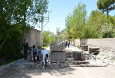Adilcevaz Belediyesi yol yapım çalışmaları başlattı