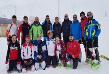 Erzurum'da yapılan kayak yarışmasında Bitlisli sporcular dereceye girdi