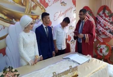 Başkan Tanğlay, genç çiftin nikahını kıydı
