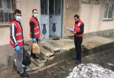 Tatvan'da evden çıkmayanlara Kızılay ve Belediye ekipleri tarafından yardım yapıldı