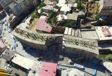 Bitlis'te Dere Üstü Islah Projesi kapsamında ilk yıkım başladı