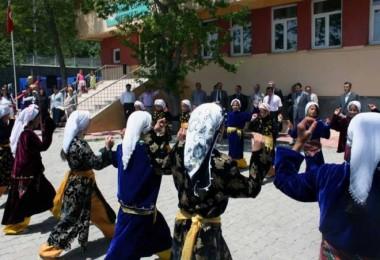 Adilcevaz'daki öğretmenler için halk oyunları kursu açıldı