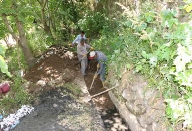 Bitlis Belediyesi, sulama kanalları temizleme çalışması başlattı