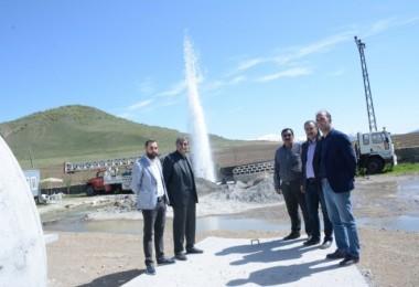 Tatvan'da 60 derecelik termal su kaynağına ulaşıldı